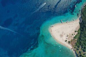 Μαραθονήσι: Το μικροσκοπικό νησί του Ιονίου που μοιάζει με εξωτική όαση και έχει κατοίκους μόνο χελώνες!