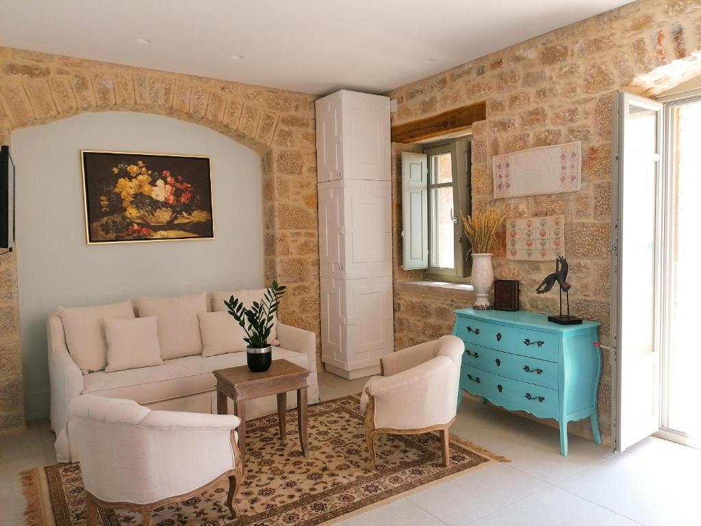 Akrolithi Boutique Hotel & Suites