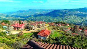 Τρίκαλα Κορινθίας: 1+1 εξαιρετικοί ξενώνες με βαθμολογία πάνω από 9,2 και τιμή €52 – Από τον Τάσο Δούση